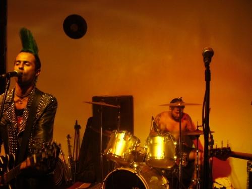 Bruno Luiz e o baterista Tiago em ação